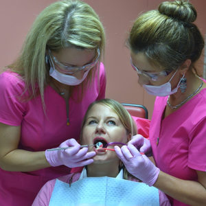 implantatum és fogászati pótlások, koronák